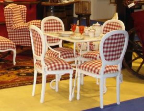 Sillas con tapizado a cuadros for Telas tapizar sillas comedor