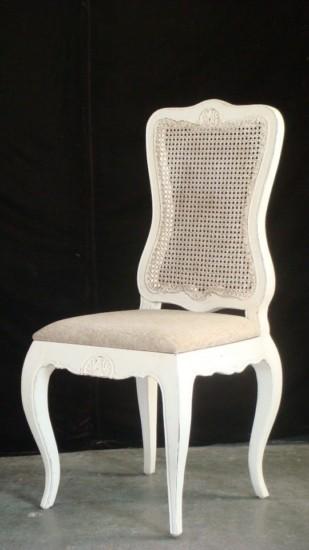 sillas vintage blancas