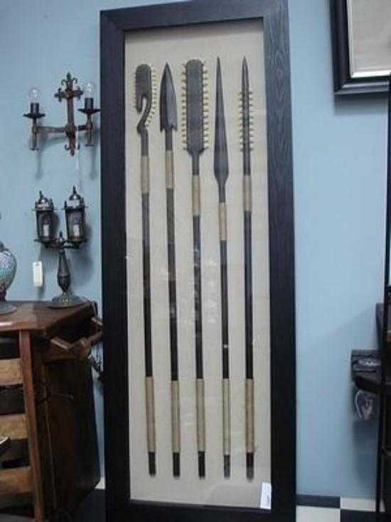Cuadro alto con lanzas de antiguas tribus para decorar - Cuadros para despachos ...