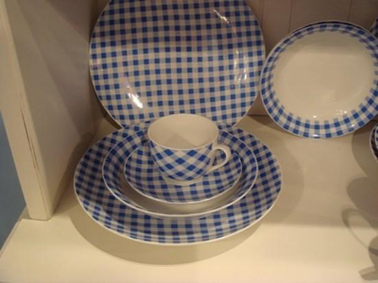 Vajilla r stica con dibujo de cuadrados azules - Vajilla rustica ...