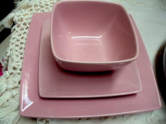 Platos llanos platos hondos y platos de postre modernos - Vajillas cuadradas modernas ...