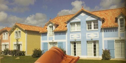 Teja mixta tbf ceramica romana canal rojo 060101064 Casas modernas con teja