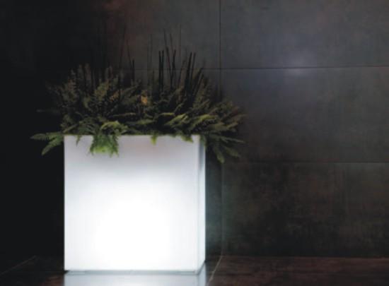 jardinera alta de polietileno con luz para interior y exterior