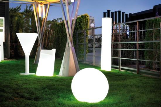Bolas de pl stico con luz para el suelo for Bordillos de plastico para jardin