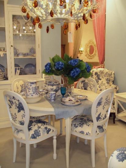 Mesas de comedor redondas y claras