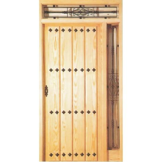 Puertas de calle en madera de pino con rejas - Puertas de calle ...