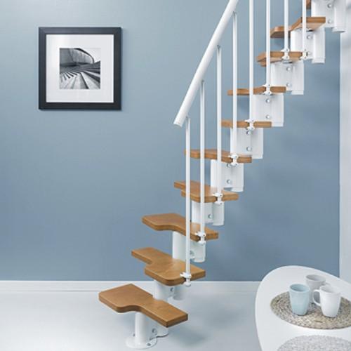 Escalera met lica para espacios m nimos con pelda os en for Escaleras modernas para espacios pequenos