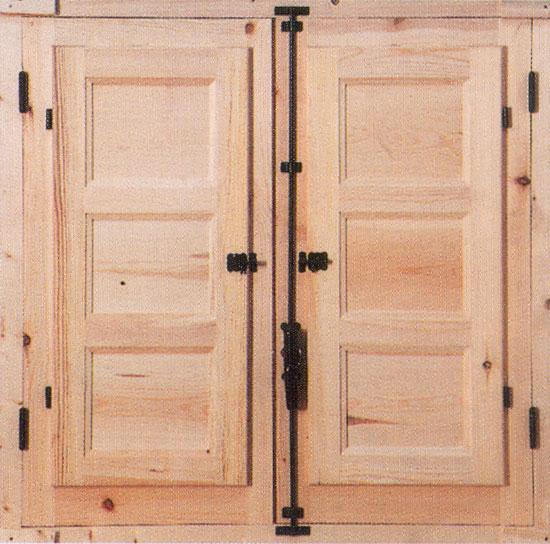 Ventana tradicional de madera y forja - Herrajes rusticos para puertas ...