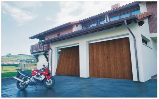 Puerta met lica de chapa galvanizada recubierta de pvc for Puerta garaje metalica
