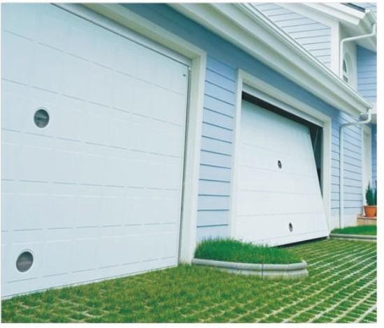 Puerta met lica de chapa con dibujos cuadrados para garaje for Garajes modelos