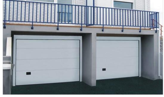 Puerta met lica seccional blanca para garaje for Puerta garaje metalica
