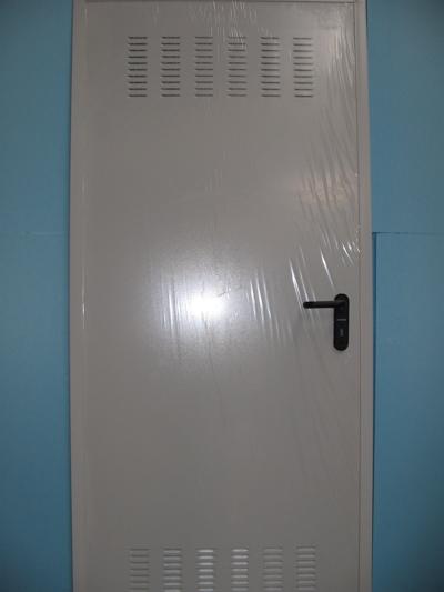 Puerta met lica lacada blanca m ltiples usos - Puertas metalicas roper ...