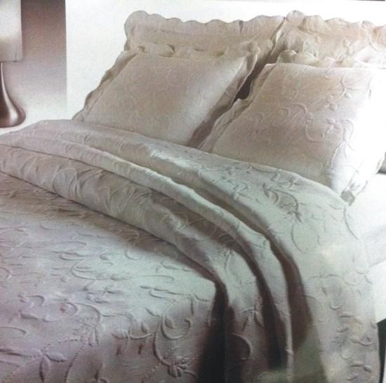 Colchas blancas con bordado para camas de 150 for Colchas para camas de 150 con canape