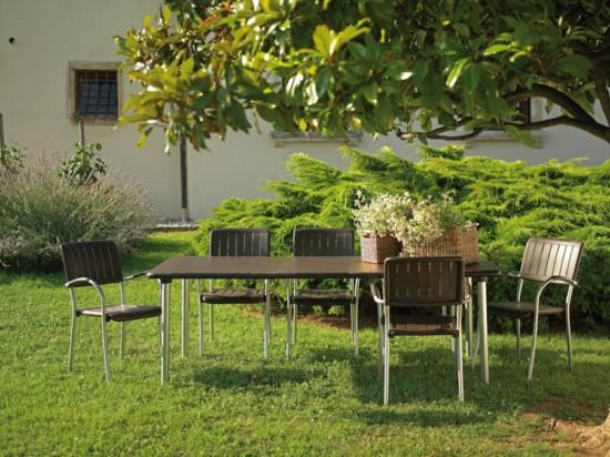 Decoraci n de jard n mesa maestrale y 8 sillas musa nardi for Mesas de jardin de resina