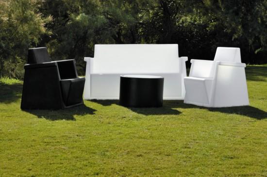 Sill n con luz interior de dise o moderno para exterior e for Sillones de plastico para jardin baratos